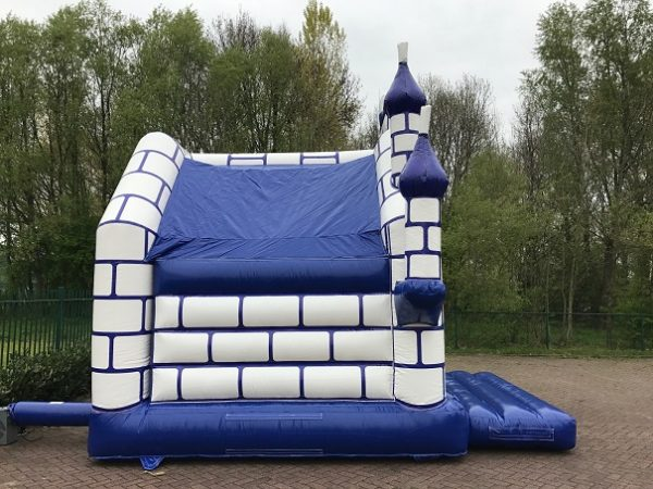 Bouncing house knights castle